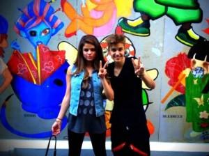 Selena Gomez , Justin Bieber , Japón , Facebook